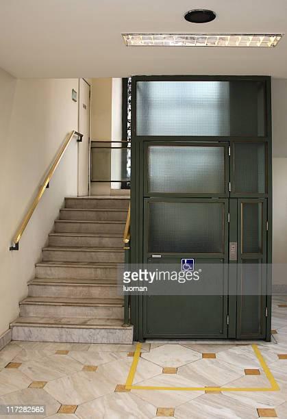 Rollstuhlgerechter Aufzug