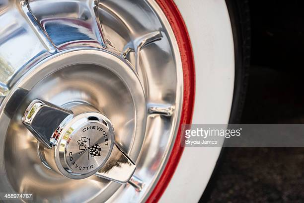 wheel detail of a 1960 chevrolet corvette convertible - 1960 corvette stock pictures, royalty-free photos & images