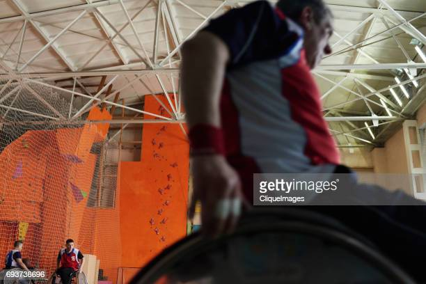 wheelchair athlete training in sports hall - cliqueimages stockfoto's en -beelden