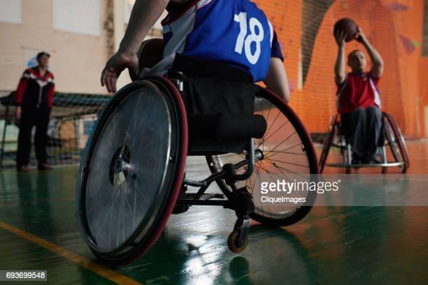 wheelchair athletes on basketball court - cliqueimages stockfoto's en -beelden