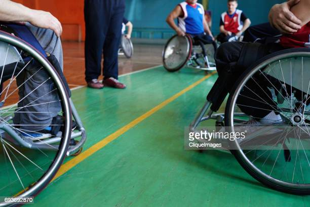 wheelchair athletes preparing for match - cliqueimages - fotografias e filmes do acervo