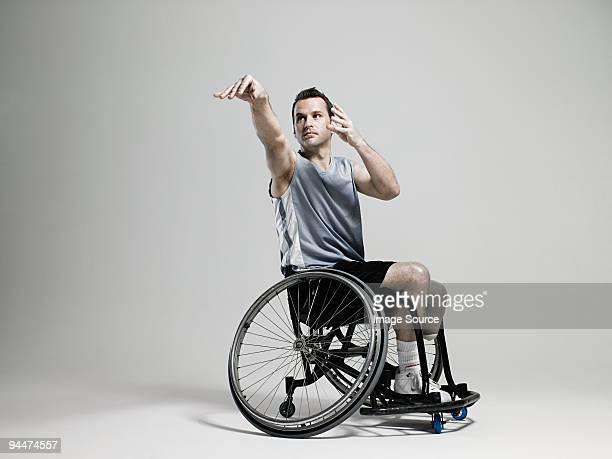 wheelchair basketball-spieler schießen - studio shot stock-fotos und bilder