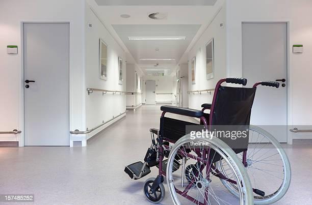 車椅子のフロアーの病院