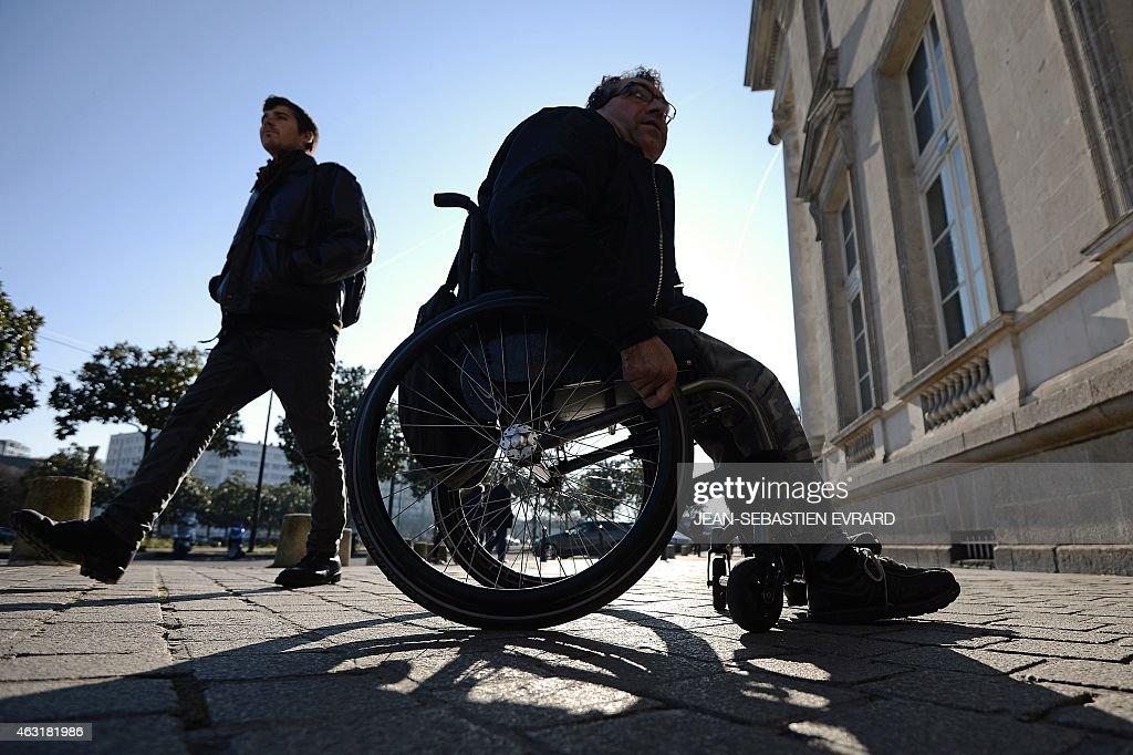 FRANCE-SOCIAL-DISABLED-DEMO : News Photo