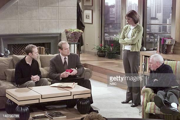FRASIER Wheels of Fortune Episode 16 Pictured David Hyde Pierce as Dr Niles Crane Kelsey Grammer as Dr Frasier Crane Jane Leeves as Daphne Moon John...