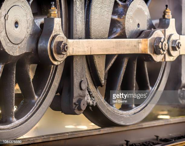 wheels on train - ian gwinn stockfoto's en -beelden