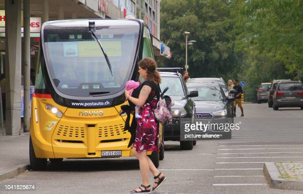 When passersby cross the street unexpectedly the 'robot bus' decides to brake fast in Sitten Switzerland 18 August 2016 The Schweitzer Post now tests...