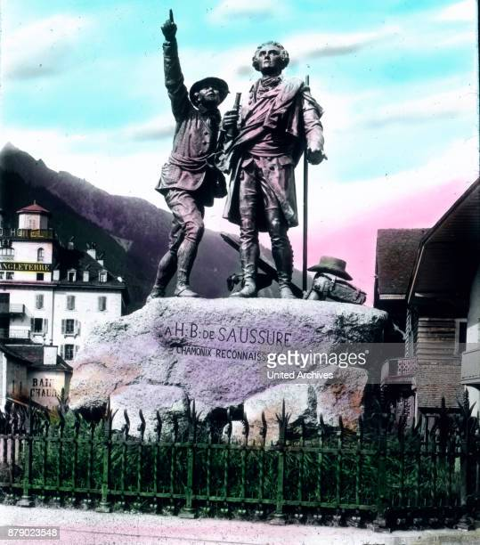When we walk back from the parish church of the cross street and cross the Arve we are facing the monument of the aforementioned scholars Saussure...
