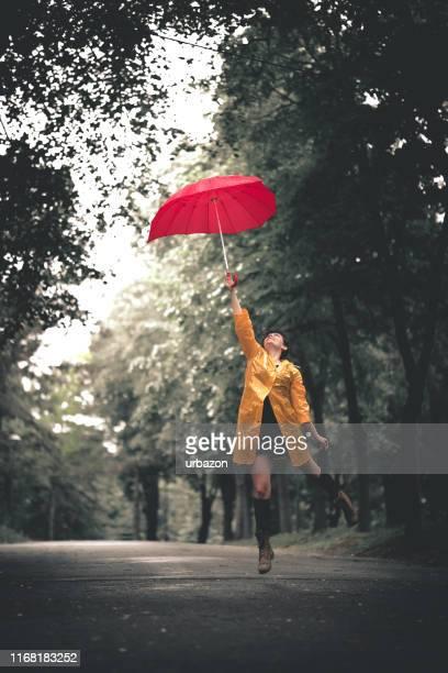 wenn sie regen lieben - september stock-fotos und bilder