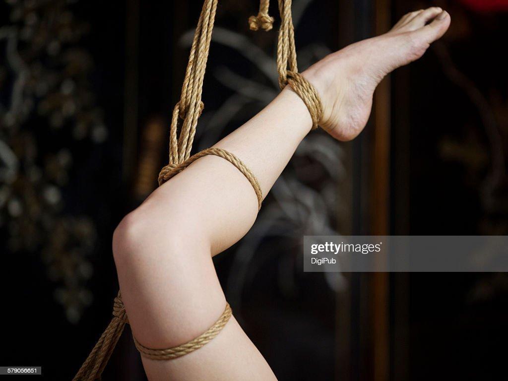 Эро фото веревкой перетянутые яйца раба, вот такие шлюхи в деревне