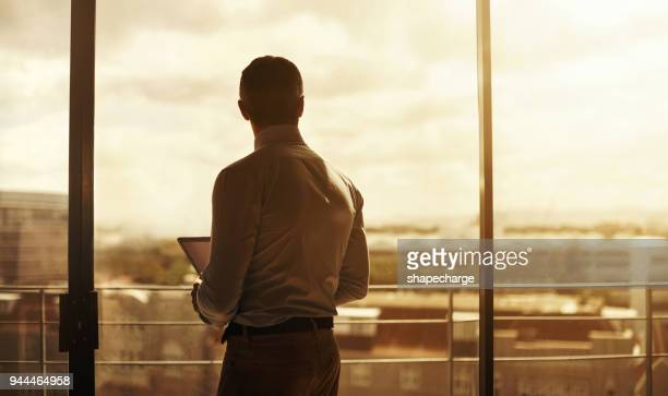 wanneer er gelegenheid vindt hij het - silhouet stockfoto's en -beelden