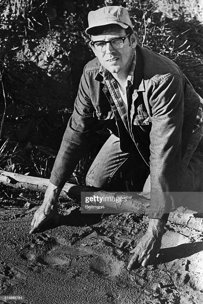 Phil Thompson Measures Bigfoot Footprint : News Photo