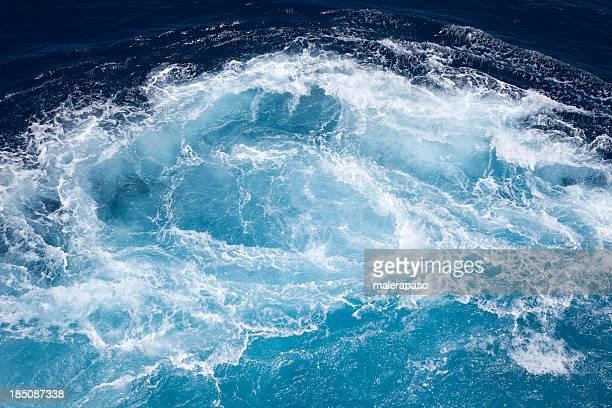 Bain à remous dans la mer
