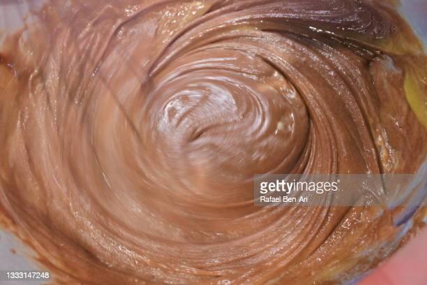 whisk wipe baking tool whisking chocolate cream - rafael ben ari stock-fotos und bilder