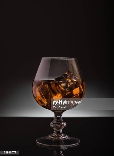 whiskey on the rocks - cris cantón photography fotografías e imágenes de stock