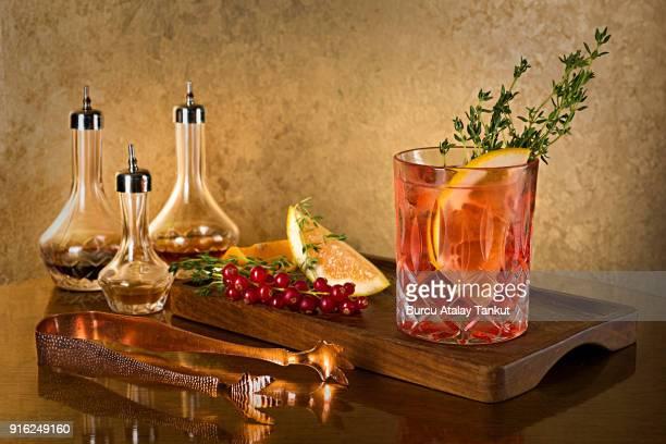 whiskey still life - bourbon whisky foto e immagini stock