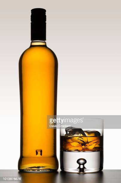 whisky bottle with glass - bourbon whisky foto e immagini stock