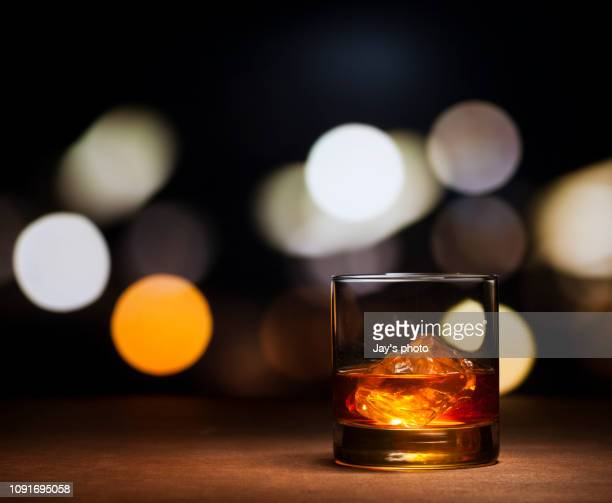 whisky on the rocks - drink with ice - whisky stock photos and pictures
