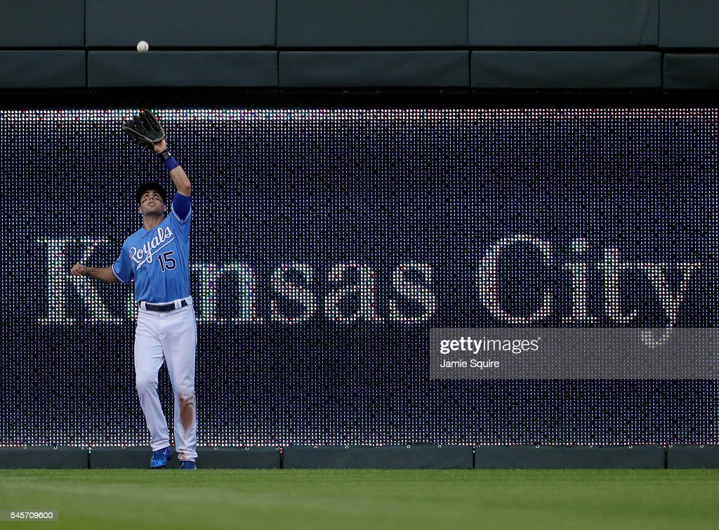 Whit Merrifield #15 of the Kansas City Royals makes a catch during the 6th inning of the game against the Seattle Mariners at Kauffman Stadium on July 9, 2016 in Kansas City, Missouri.