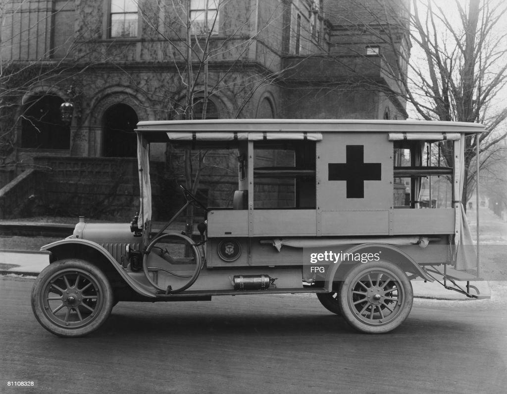 White Ambulance : News Photo