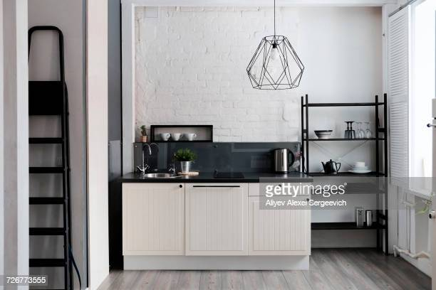 white and black domestic kitchen - cuisine non professionnelle photos et images de collection