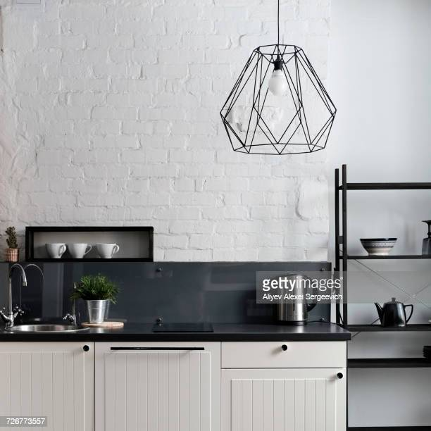 white and black domestic kitchen - pianale da cucina foto e immagini stock