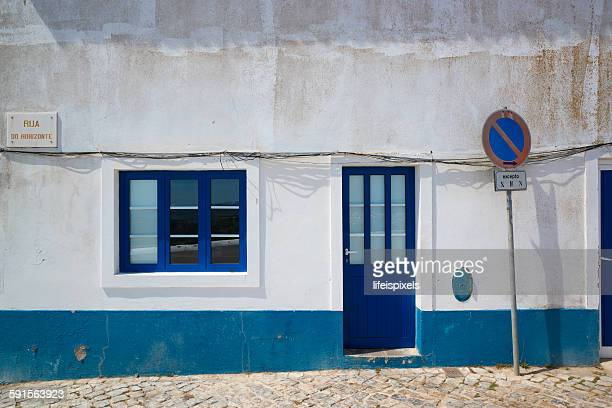 white and blue - lifeispixels stock-fotos und bilder