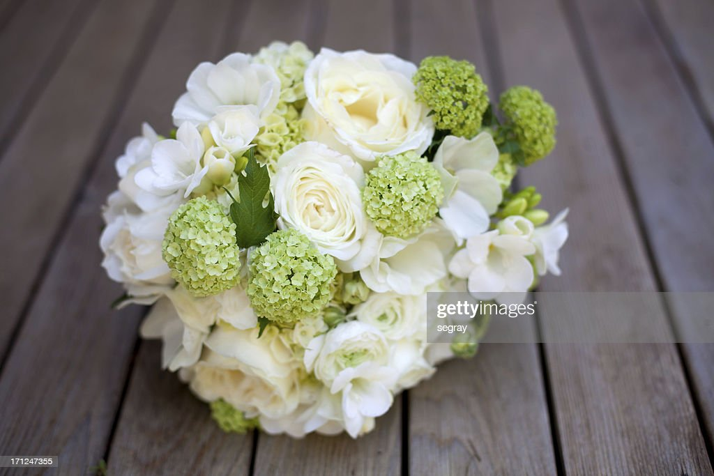 White and green wedding bouquet : Stock Photo