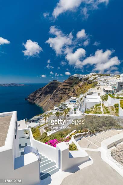 white architecture on santorini island, greece. beautiful summer landscape, sea view. - islas cícladas fotografías e imágenes de stock