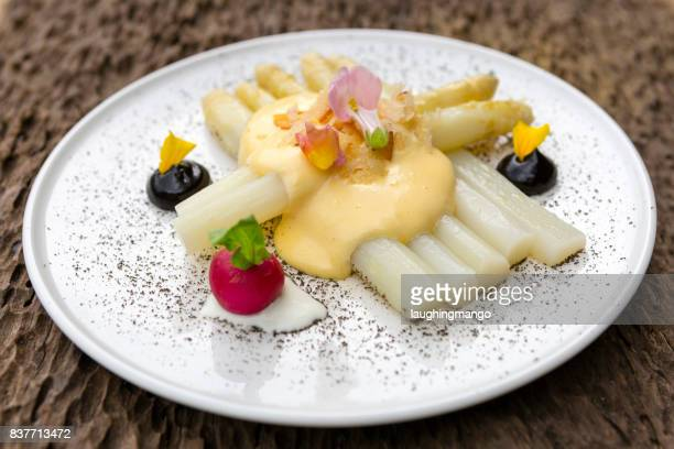 Witte asperges, mousselinesaus