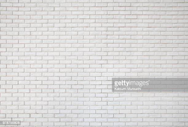 white brick wall texture background - muur stockfoto's en -beelden