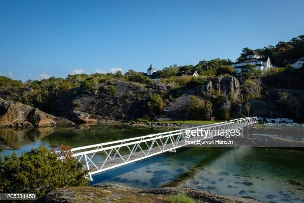 white bridge over a pond of water - finn bjurvoll stockfoto's en -beelden