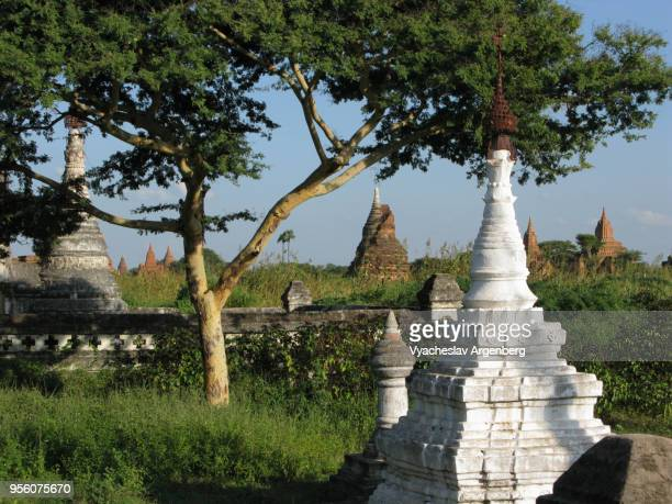 white buddhist stupa, bagan, myanmar - argenberg stock pictures, royalty-free photos & images