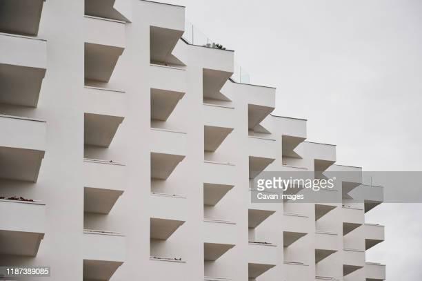 white building with many terraces - imagen minimalista fotografías e imágenes de stock