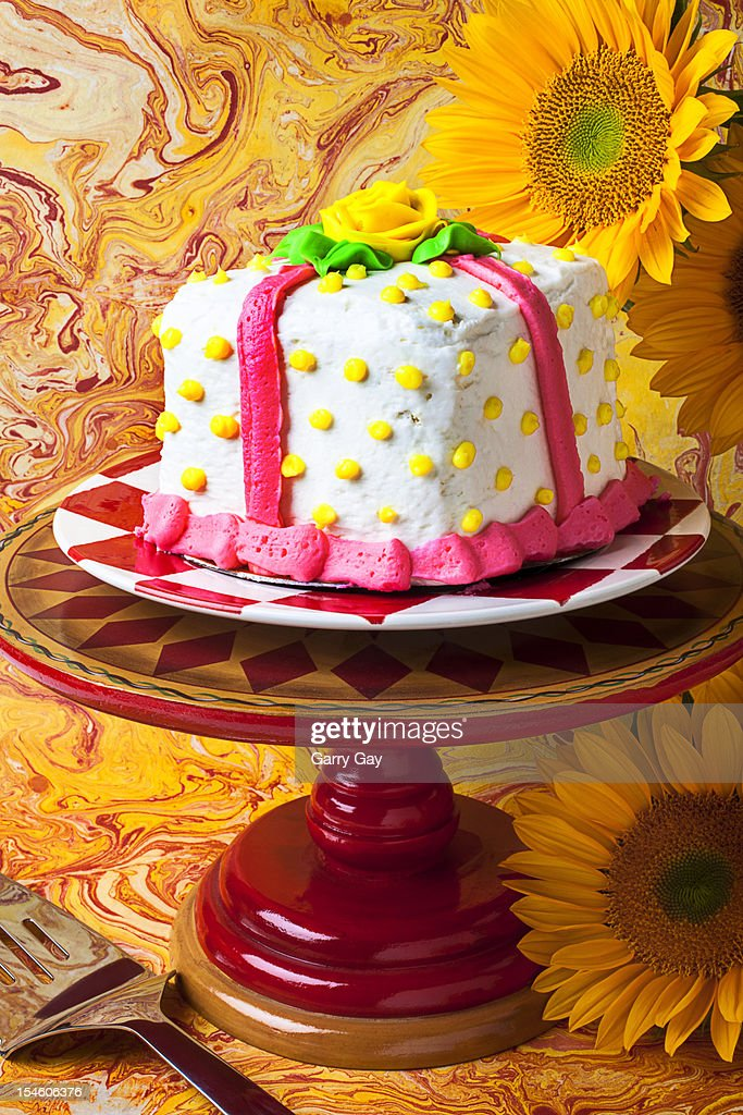 White cake on cake stand with sunflowers : Stock Photo