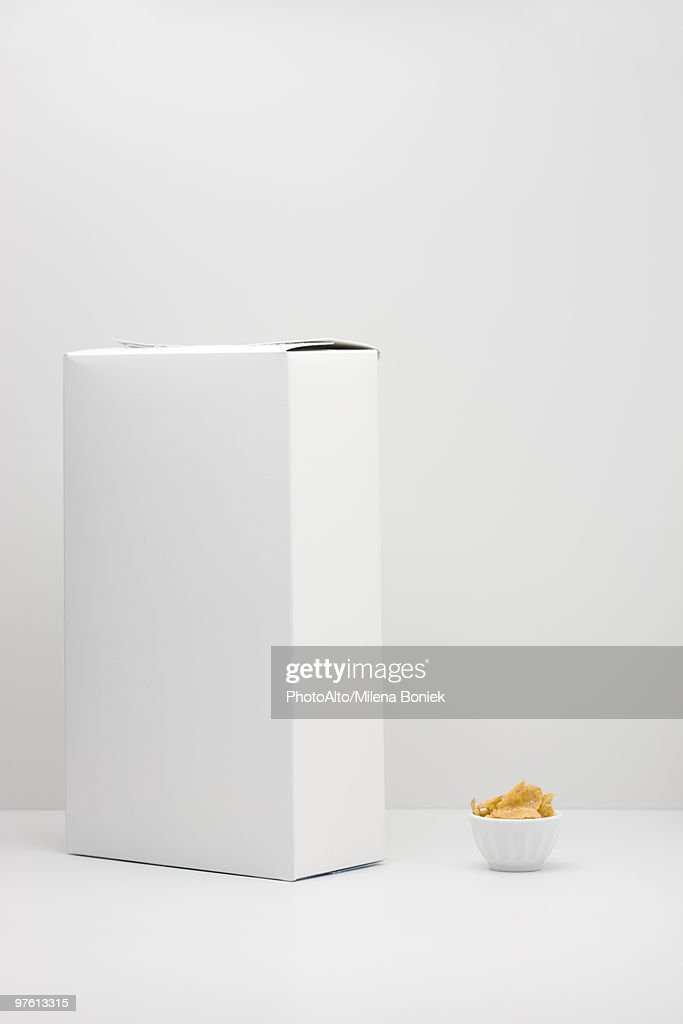 White cereal box and small bowl of cereal : Stock-Foto