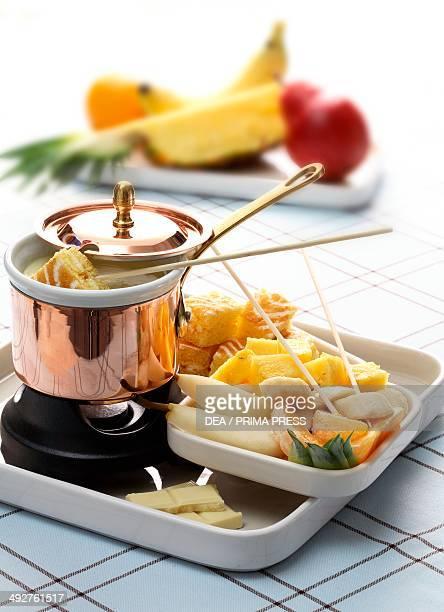 White chocolate fondue with fruit