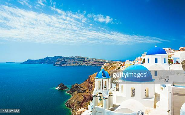 white church in oia town on santorini island in greece - wereldreis stockfoto's en -beelden