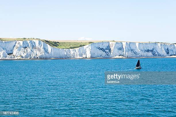 white cliffs of dover, england - dover england stock pictures, royalty-free photos & images