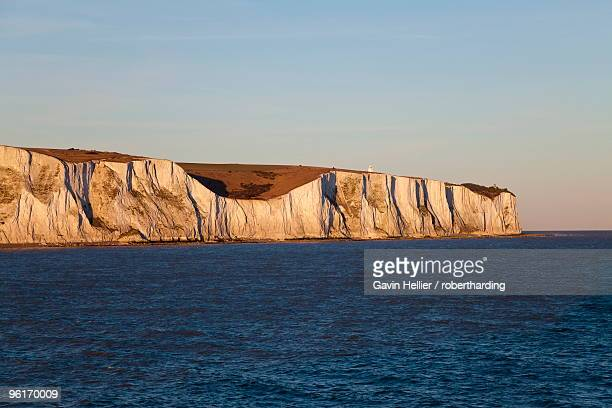 white cliffs of dover viewed from cross channel ferry, kent, england, united kingdom, europe - gavin hellier stock pictures, royalty-free photos & images