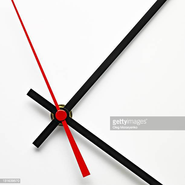 white clock dial with black and red hands - temps qui passe photos et images de collection