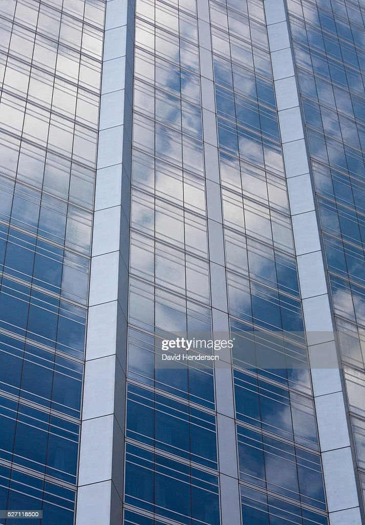White clouds reflected in a glass skyscraper : ストックフォト