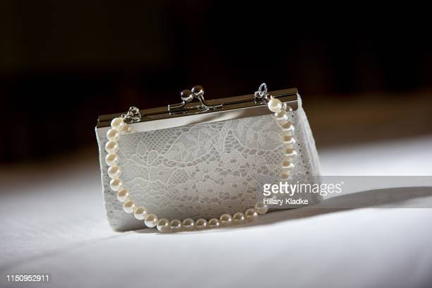 white clutch purse with pearls and lace - pochette borsetta foto e immagini stock