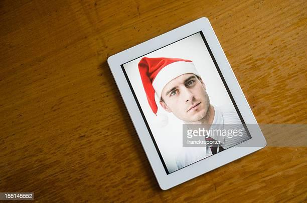 Branco moderno tablet digital com fotografia de natal na mesa de madeira