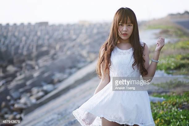white dress - 白のドレス ストックフォトと画像