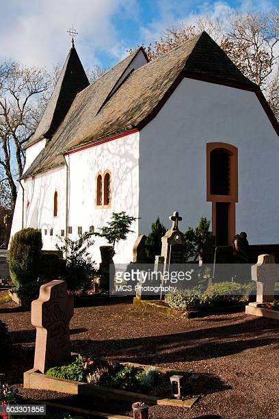 Weiße Eifel Kapelle und Friedhof in lake Totenmaar