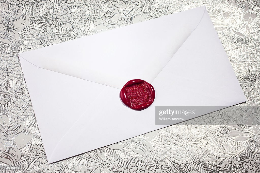 White envelope with red wax seal : Stock-Foto
