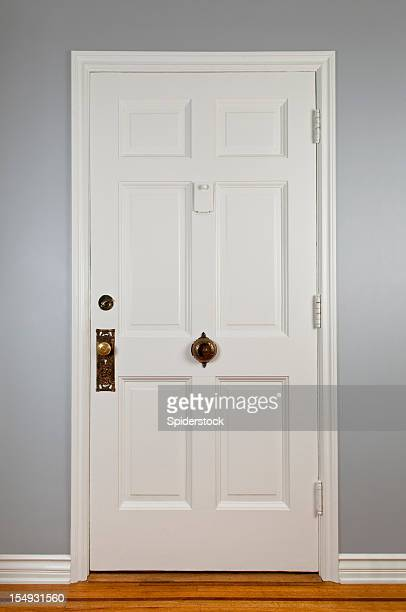 white front door - deur stockfoto's en -beelden