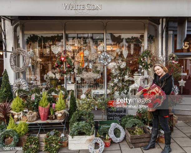 white gdn flower shop christmas display, henley - jim donahue stock pictures, royalty-free photos & images