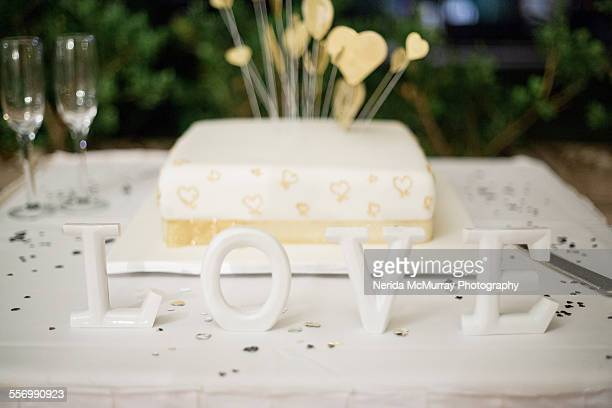 white & gold wedding cake - white gold stock pictures, royalty-free photos & images